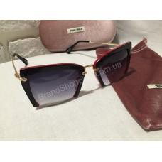 Солнцезащитные очки MIU MIU черные в  красно-чёрной оправе 8015O