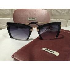 Солнцезащитные очки MIU MIU черные классика 136O