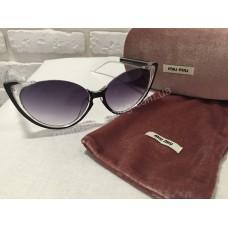 Солнцезащитные очки MIU MIU чёрные M0808