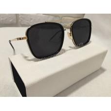 Солнцезащитные очки чёрные с золотистыми дужками 0177