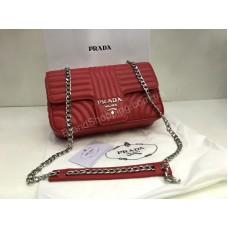 Сумочка Prada Lux из натуральной телячьей кожи в полном комплекте в красном цвете 1849
